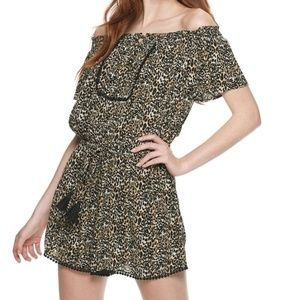 NWT Rewind Off-The-Shoulder Romper in Sandstorm